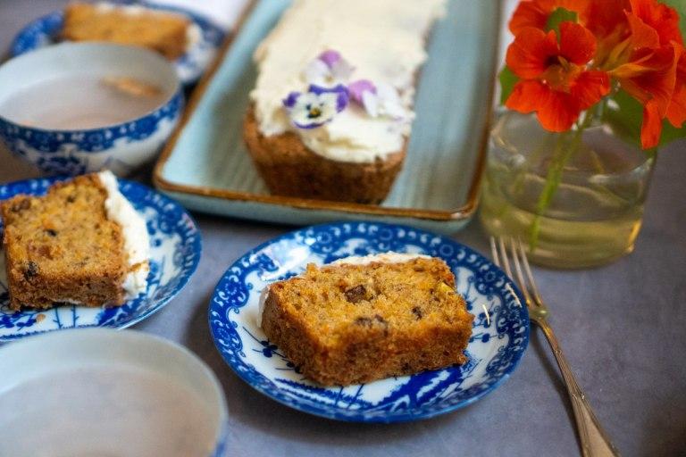 עוגת גזר עם זיגוג מסקרפונה ושוקולד לבן