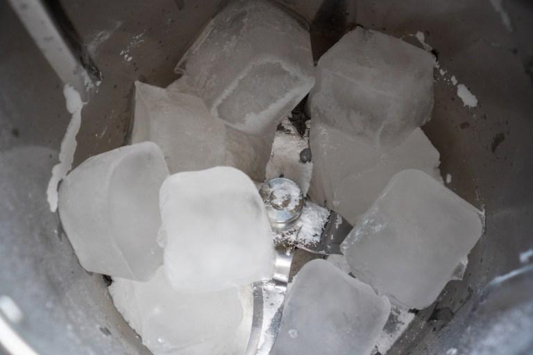 קרח ואבקת סוכר