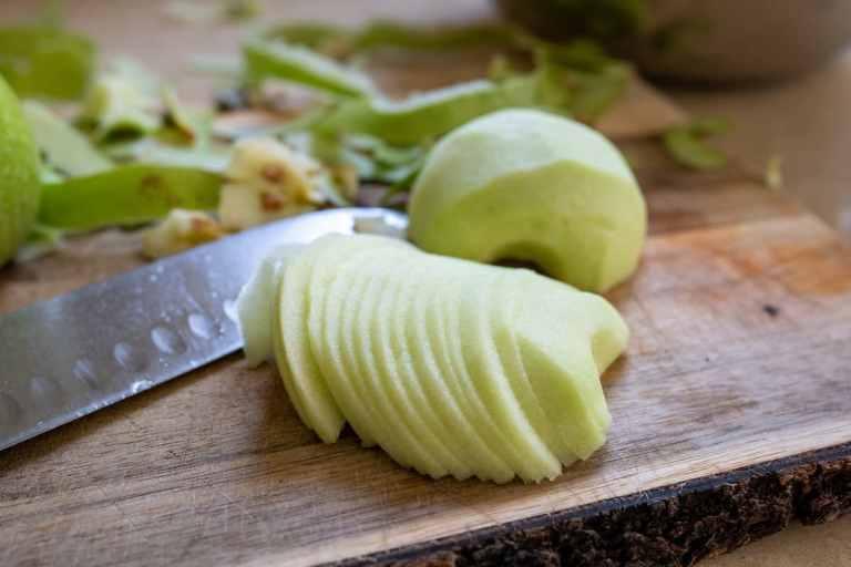 פורסים את התפוחים