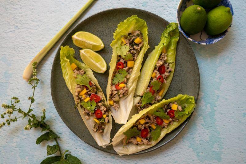 לאב גאי – ארוחת צהרים תאילנדית קיצית שמכינים בכמה דקות (ללא גלוטן)