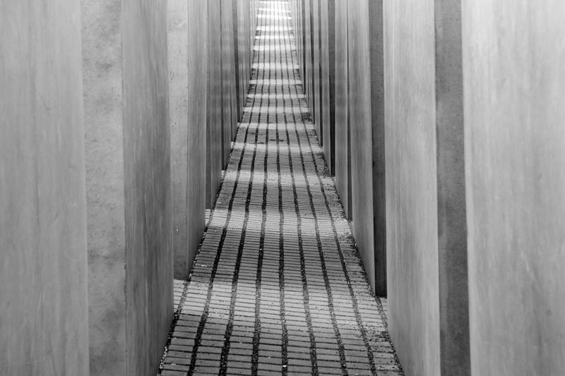 Duitland Berlijn - Holocaustmonument zwart-wit symmetrie