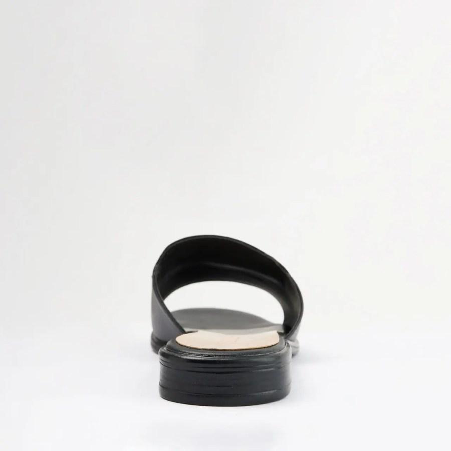 black sandals tamay