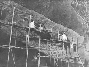 iravadham-mahadevan-and-team-tracing-tamil-brahmi-cave-inscriptions-alagarmalai-1965