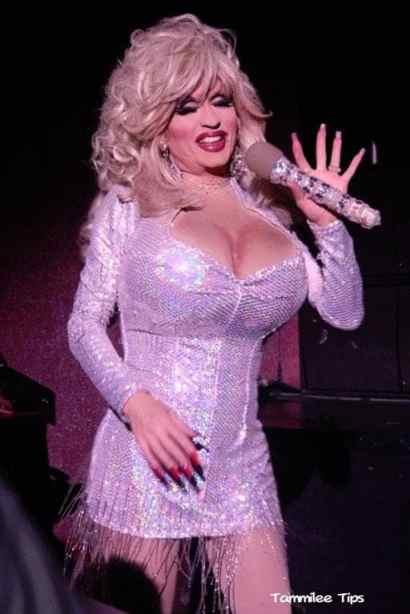 Diva-Las-Vegas-Dolly-Parton.jpg