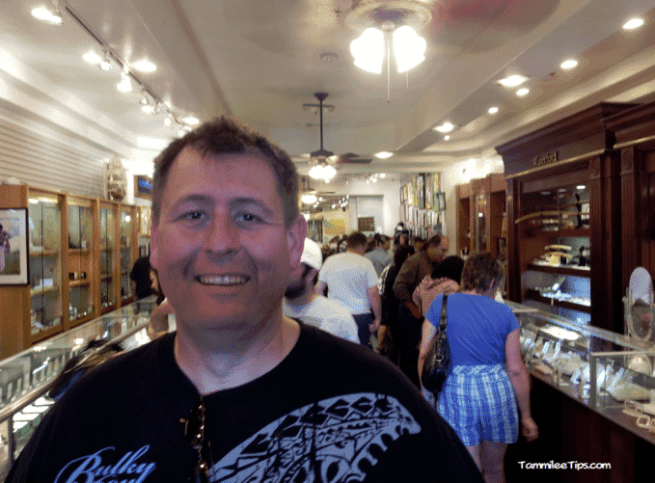 Pawn-Stars-Pawn-Shop-inside-the-store.png