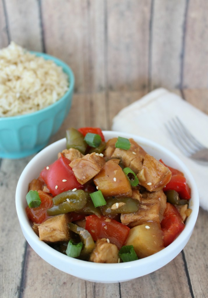 Easy Crock Pot Slow Cooker Sweet and Sour Chicken Recipe the family will love for dinner! Filled with veggies and chicken this crockpot dinner tastes great.