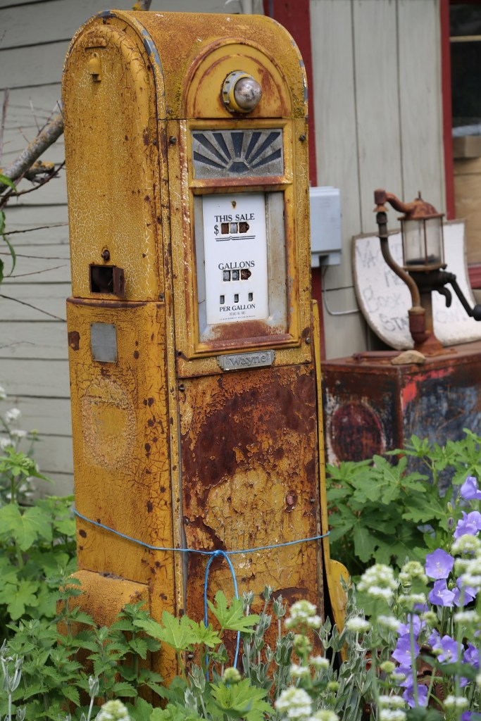 Rusty Gas Pump at raper Farms in Hood River 2