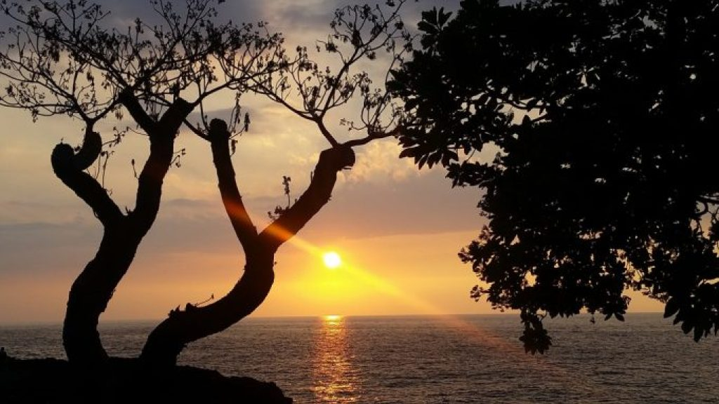 Beautiful-Sunset-at-Rays-on-the-Bay-Sheraton-Hotel-Kona-Hawaii.jpg