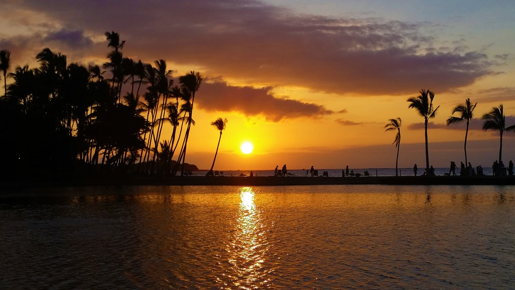 Breathtaking-sunset-at-A-Bay-Kona-Hawaiijpg.jpg