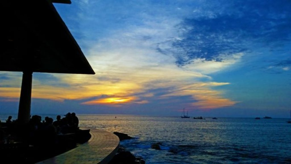 Sunset-at-Don-the-Beachcombers-Kona-Hawaii.jpg