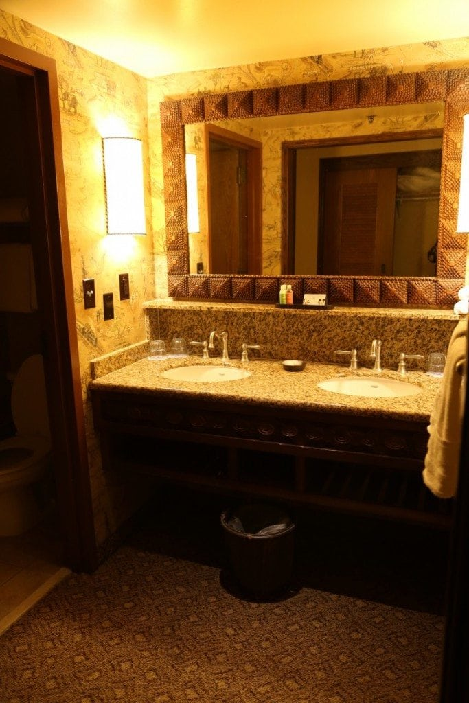 Animal Kingdom Lodge Bathroom