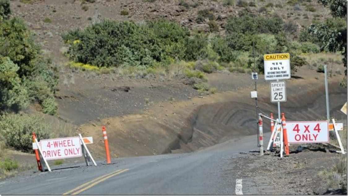 4x4 only going up Mauna Kea Summit Big Island of Hawaii