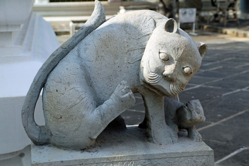 cat statue at Stupa of Wat Arun