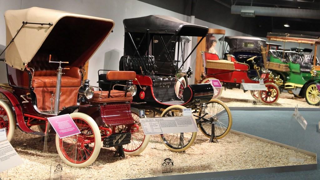 showroom at Reno Auto Museum