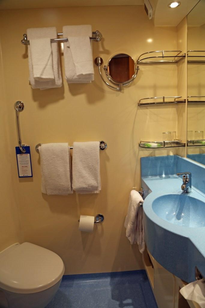 Carnival Vista bathroom