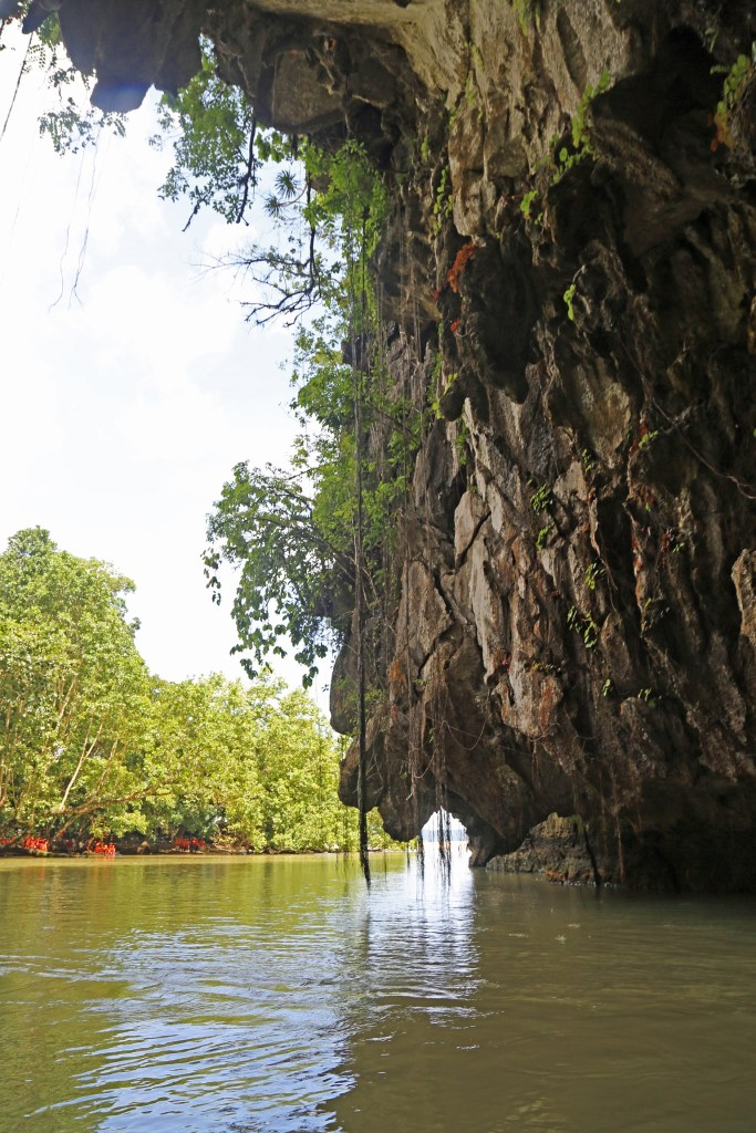 philipines-underground-cave-tour