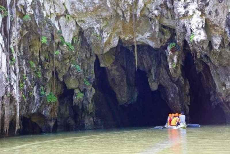 entering-the-underground-cave-tour-in-philipines