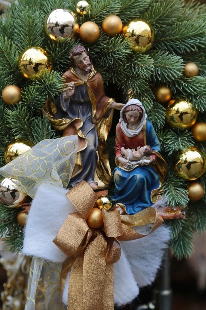 ornaments-at-the-salzburg-christmas-market