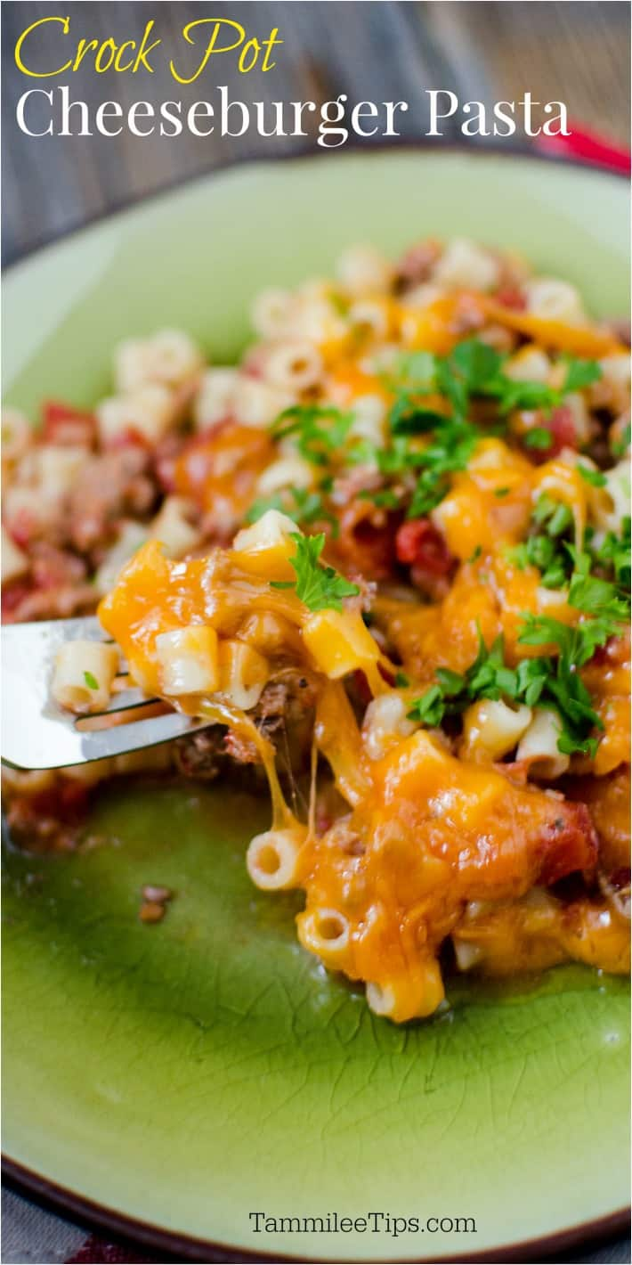 Easy crock pot slow cooker cheeseburger pasta bake casserole recipe. ground beef, pasta and cheesy goodness make this the perfect family meal.