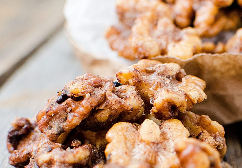 How to make easy Slow Cooker Crock Pot Candied Walnuts Recipe are the perfect holiday Christmas gift. Easy, DIY, Homemade gift you can make on the weekend.