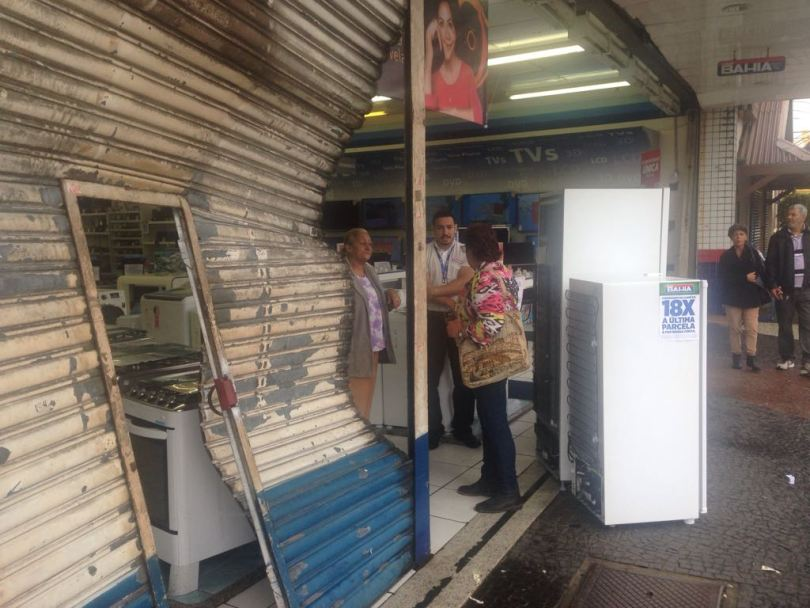 365880baa5 Bandidos arrombam porta e furtam celulares da Casas Bahia em Caraguá ...