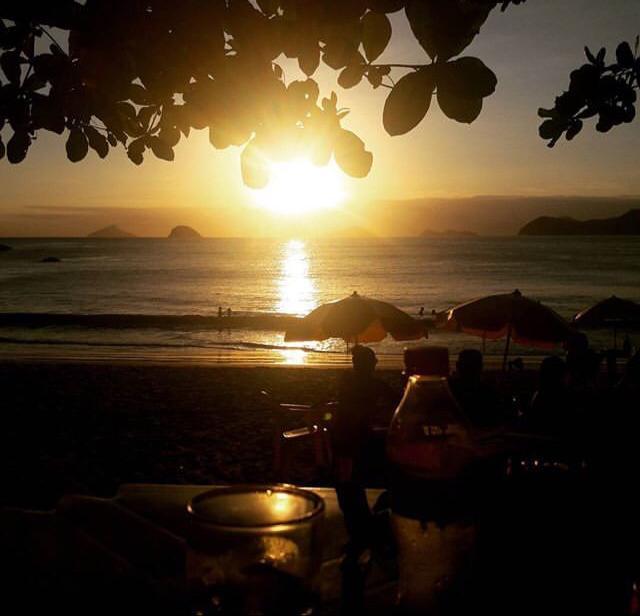 Nas praias da costa sul existem vários locais para se apreciar o por do sol,  em alguns desses locais, quiosques ou barzinhos, pode-se curtir um suco e  até ... 9af5b222f1