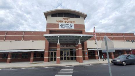 Fivay High School es una de las muchas escuelas intermedias y secundarias del condado de Pasco donde los agentes de la Oficina del Sheriff sirven como oficiales de recursos escolares.
