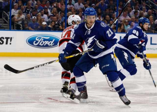 Брэйден Пойнт набрал первое очко в своей НХЛ-овской карьере. Фото - Скотт Одетт/Getty Images