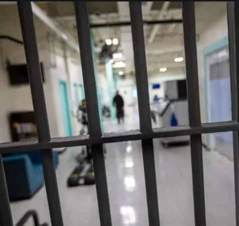 jail prisoner time cops