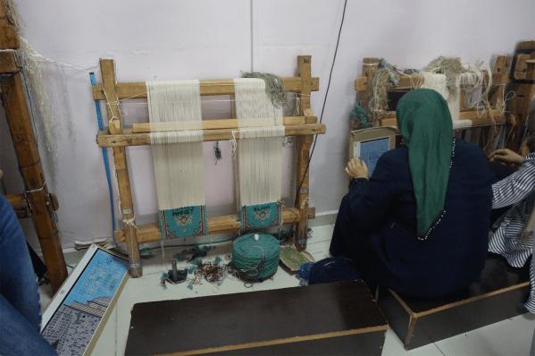 Un atelier de tapisserie