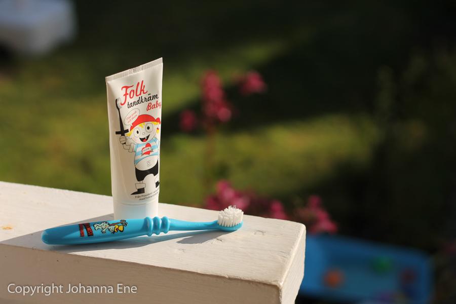 Barntandvård tandkräm och tandborste