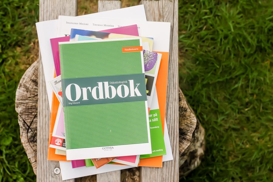 Odontologisk Ordbok av Stig Edward. Foto Johanna Ene