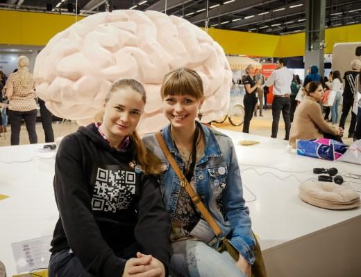 Tandsköterskor Hannah Sjöholm och Johanna Ene på Swedental i Stockholm 2019.