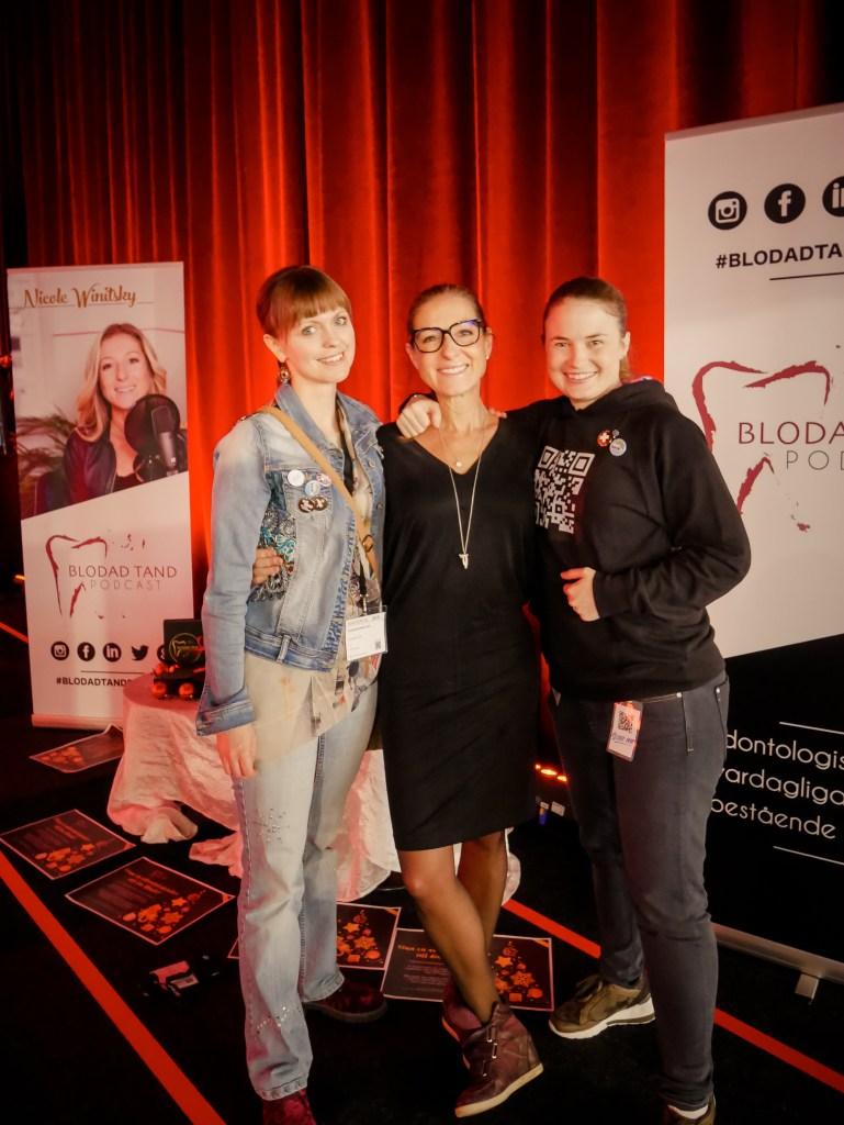 Tandsköterska Johanna Ene, tandläkare Nicole Winitsky podcasten Blodad Tand och tandsköterska Hannah Sjöholm boken Protetik.