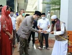 Satu Hewan Kurban Sapi Limosin Airin Serahkan Kepada Pengurus Masjid Al Ikhlas Pamulang
