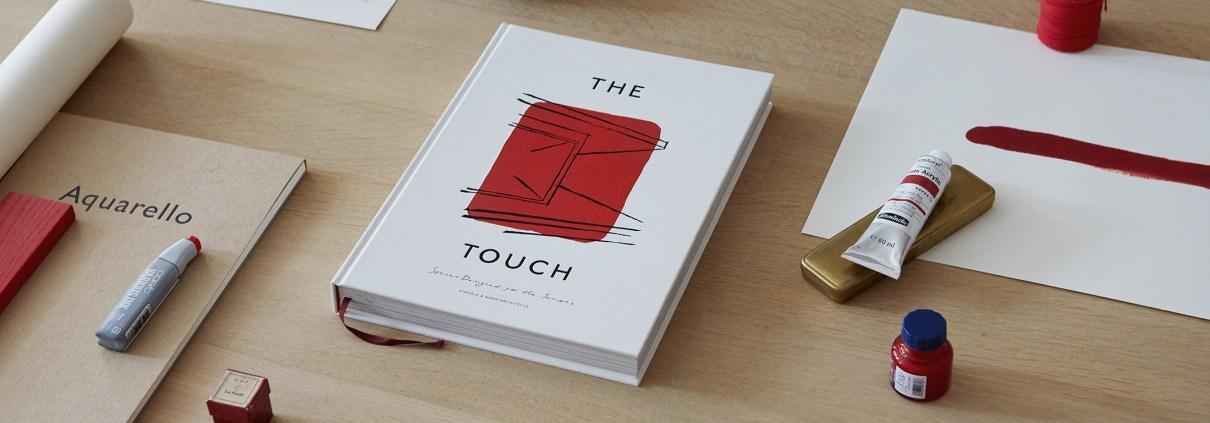 Bodegó amb el llibre The Touch - Spaces designed for the senses, de Kinfolk i Norm Architects. Publicat per l'editorial Gestalen.