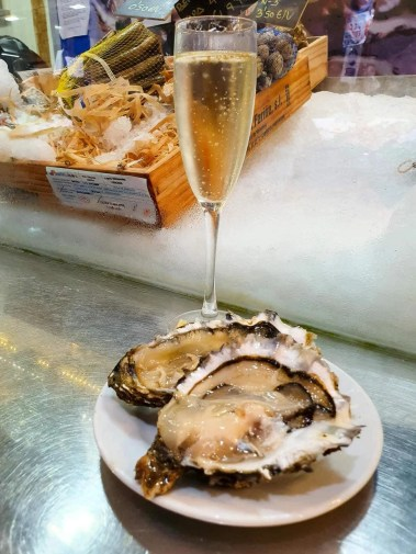 What to eat in Mallorca - Foodie Guide - Oysters with Cava