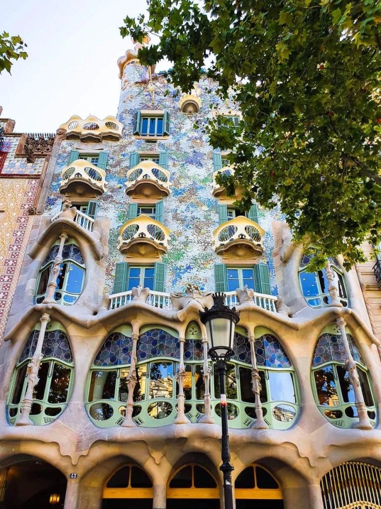 Casa Batllo (Barcelona) – Tour guide & Tips for visiting - front facade
