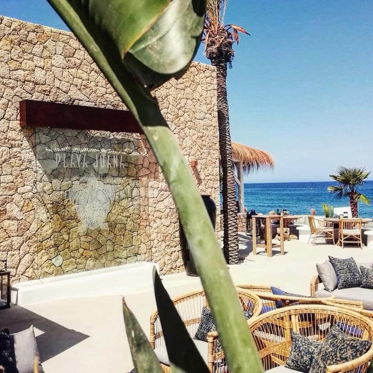 diseño y rotulacion para beach club en almeria