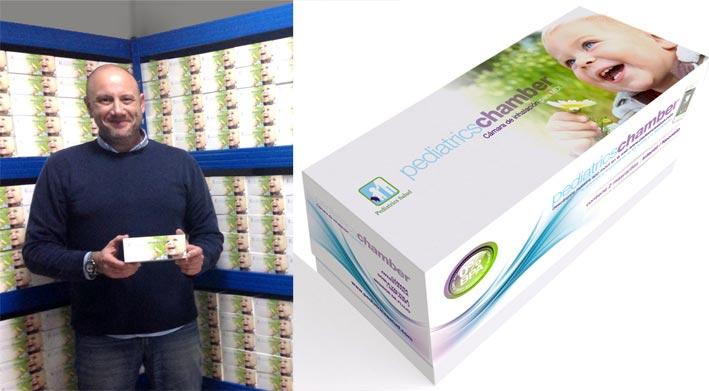 Nuestro cliente Javier Párraga con el diseño de envase realizado en el estudio