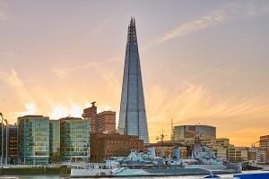 The Shard - najwyzszy budynek w Europie - skoczek spadochronowy