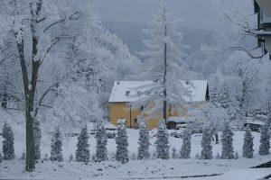 Zima w Polsce - rekordowe mrozy - opoznienia na lotniskach - Gdansk