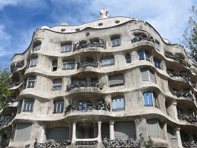 Casa Mila w Barcelonie - Antoni Gaudi