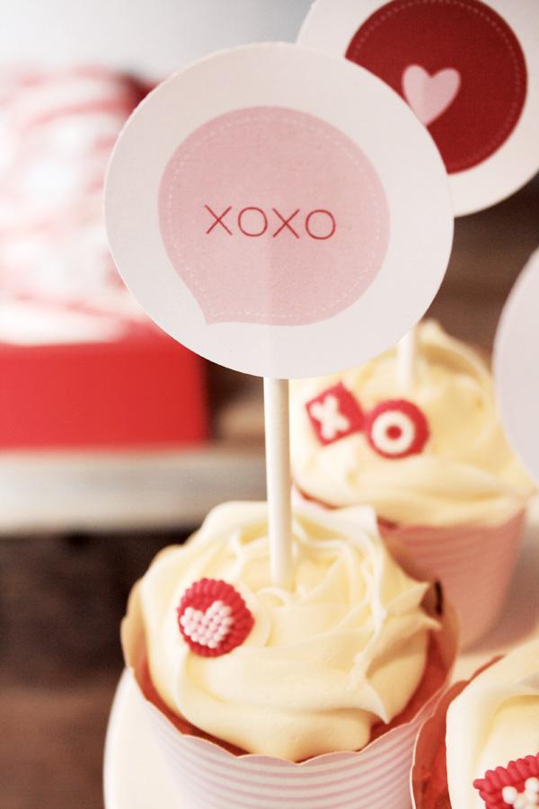 xoxo-cupcake-topper