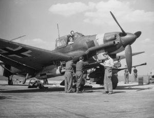Junkers_Ju_87_G_tank_buster1945