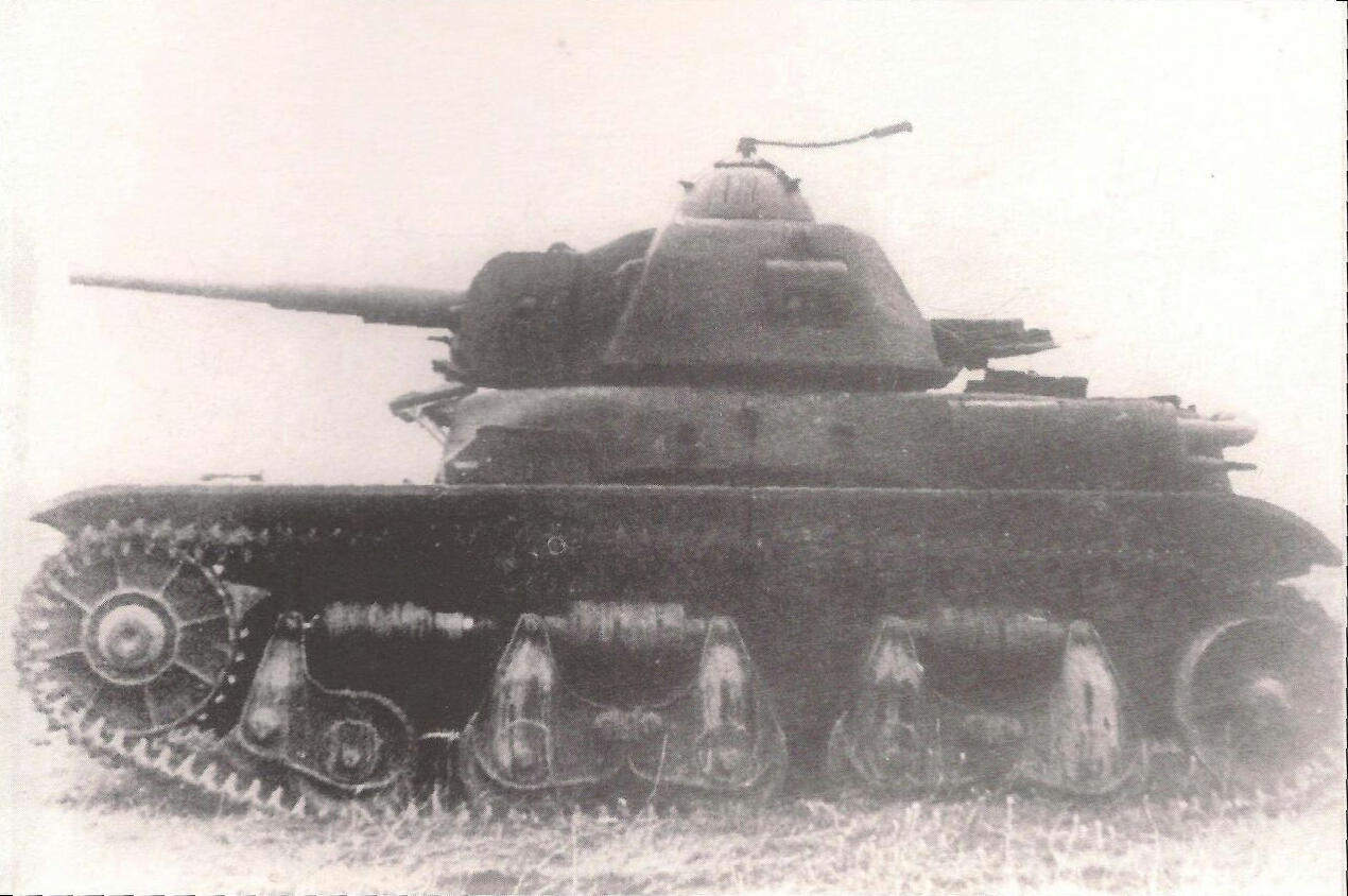 he elongated mantlet of this possible prototype above is clearly different to the Vânătorul de Care R35's flat mantlet. Photograph source: Trupele Blindate din Armata Română 1919-1947