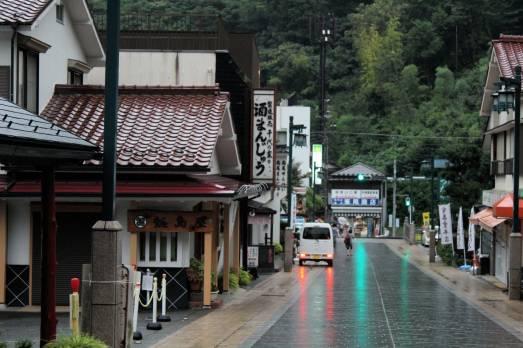 Le quartier qui relie la gare ferroviaire au Mont Takao