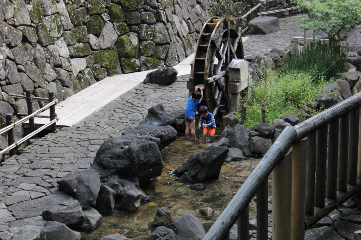 Eau et jeux aux parcs Otonashi Shinsui et Asukayama