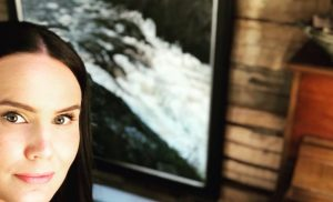 """Anne Mattila luomistyössä: """"Jo 9 maalausta valmiina"""" – katso upeat kuvat"""