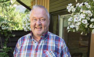 VIDEO: Jussi Lammela iloitsee: 60-vuotislahjaksi Jallu-villasukat ja jättipullo